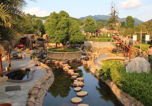 三百山风景名胜区位于江西省安远县境内,是安远县东南边境诸